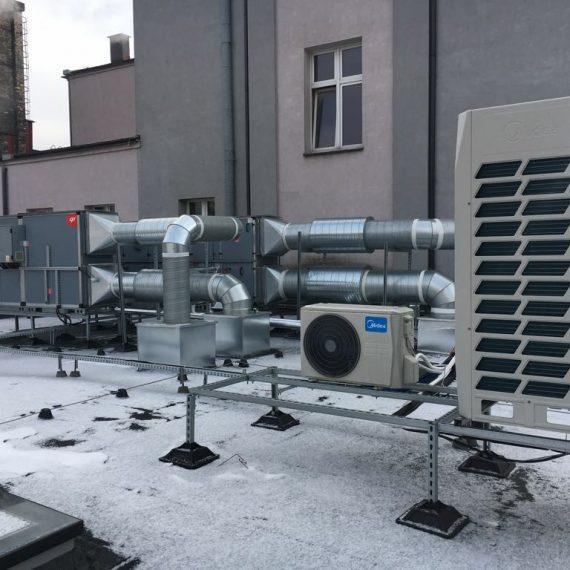 Klimatyzacja budynku - widok konstrukcji na dachu