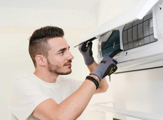 montaż klimatyzacji przez pracownika Waso Klim