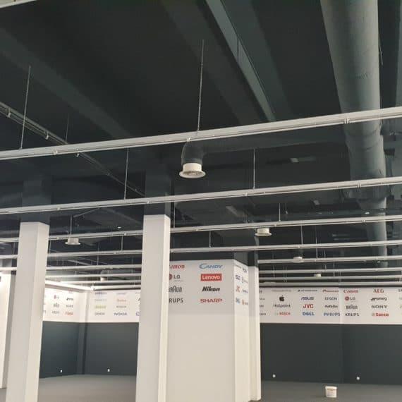 Rury od klimatyzacji wewnątrz budynku