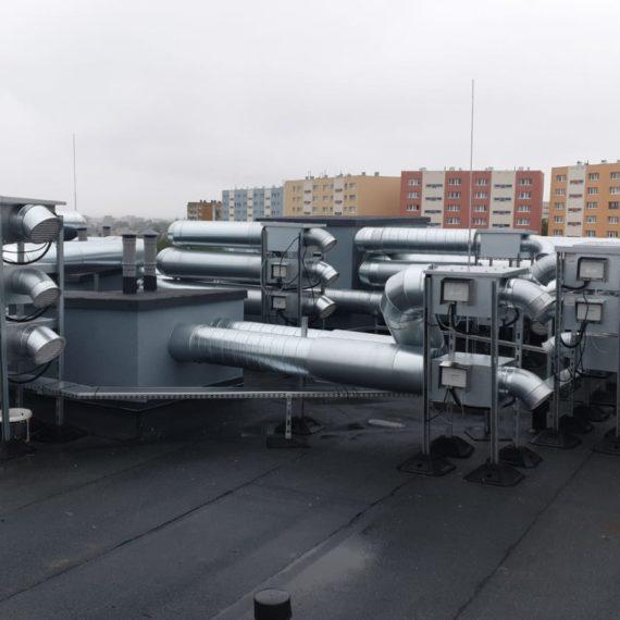 Klimatyzacja na dachu budynku
