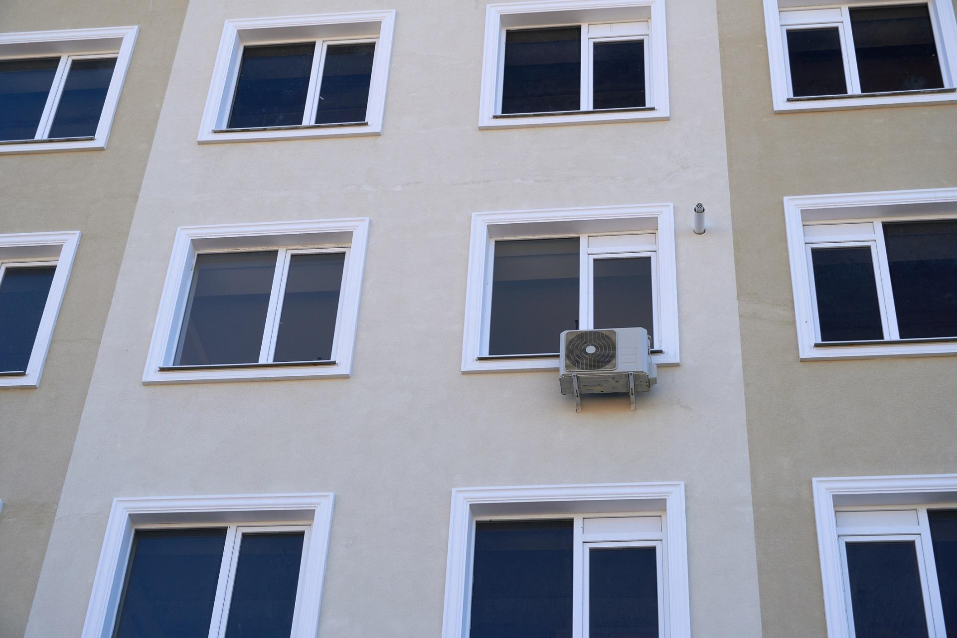 Jakie warunki należy spełnić, by móc zamontować klimatyzację w bloku?