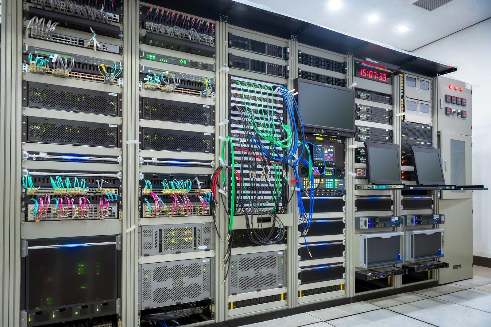 Jak zapewnić odpowiedni mikroklimat w serwerowni?