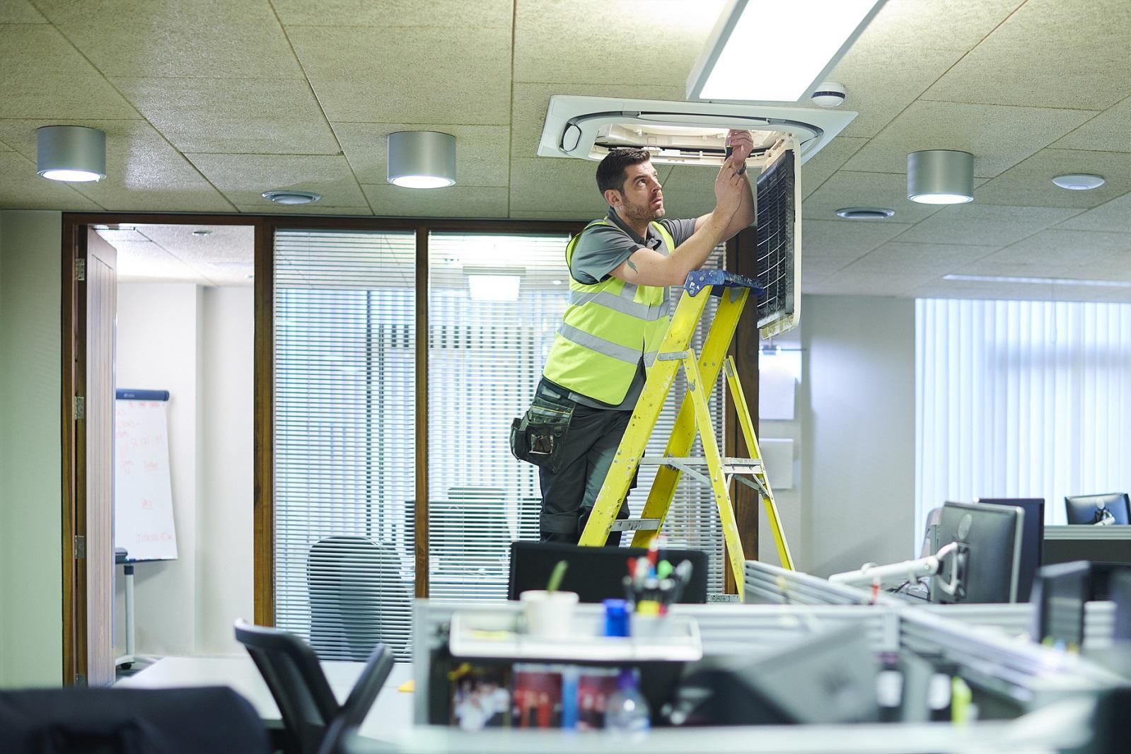 Jak zwiększyć wilgotność powietrza w klimatyzowanym biurze?